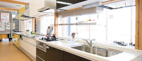キッチンコーナーです。一流メーカーの最新・人気のキッチンを豊富に展示しております。